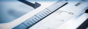 Imagem de um aparelho de medição cinza mostrando os resultados de alguma medição. Essa imagem é do artigo sobre garantir a validade dos resultados metrológicos.